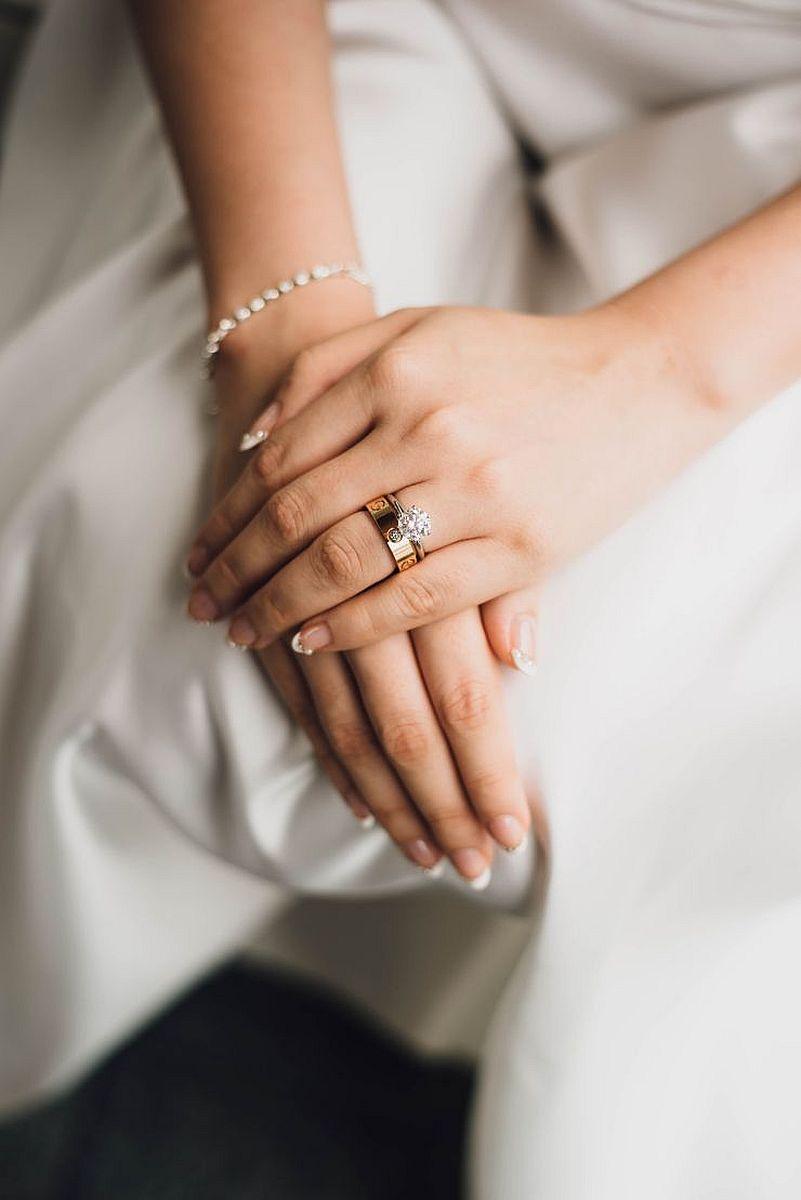 Trendy w ślubnym manicure 2018