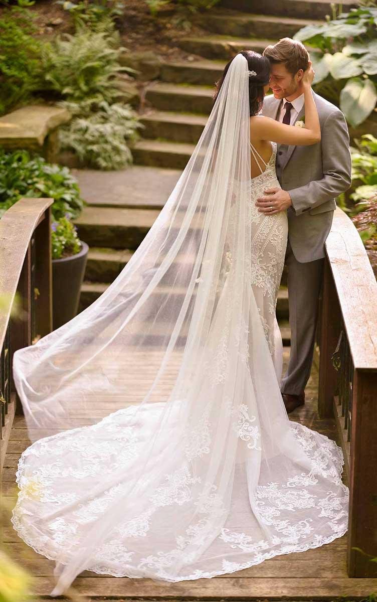 Postaw na szyk – koronkowe suknie ślubne